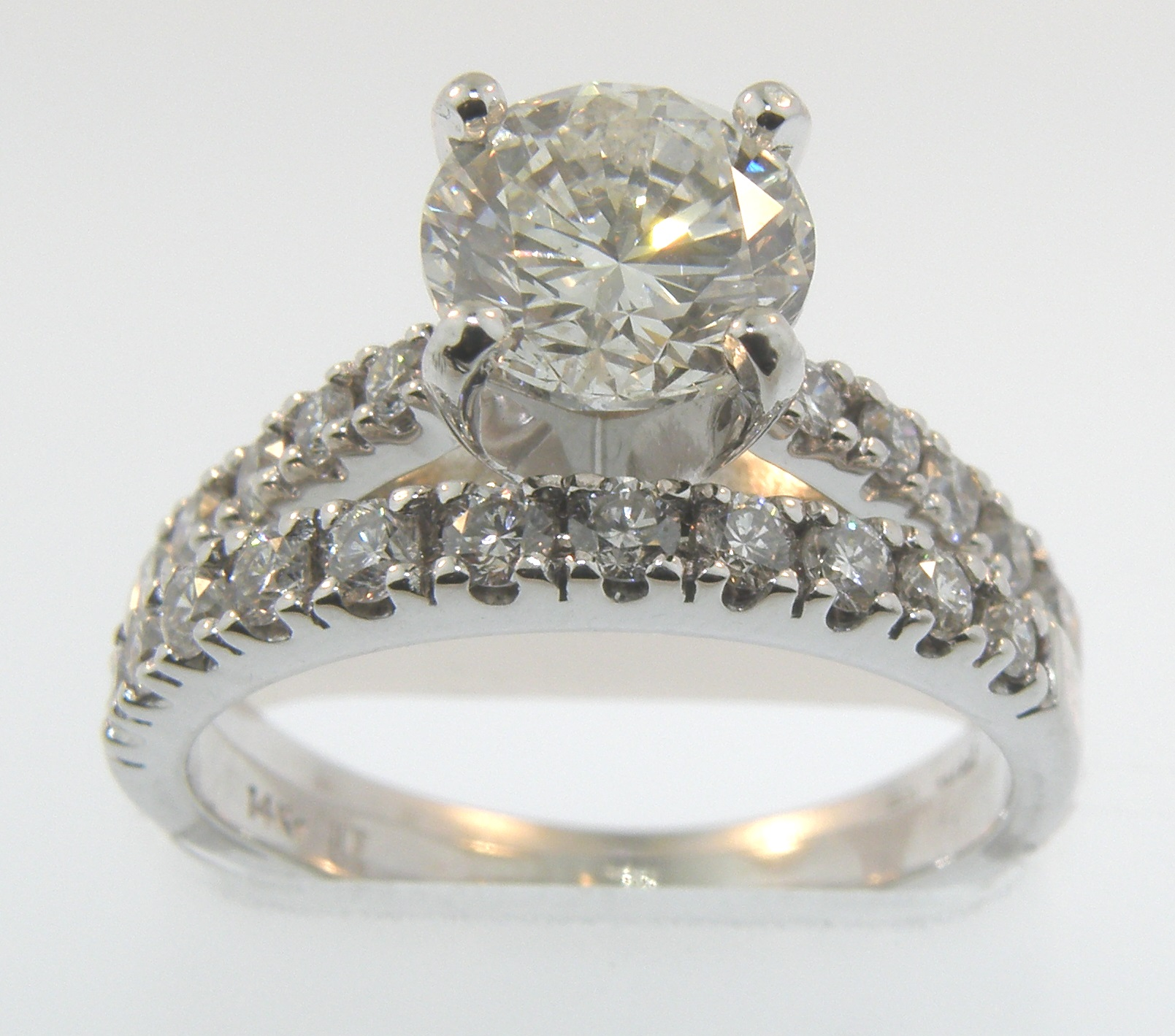 2.07 Carats Total Weight Engagement Set